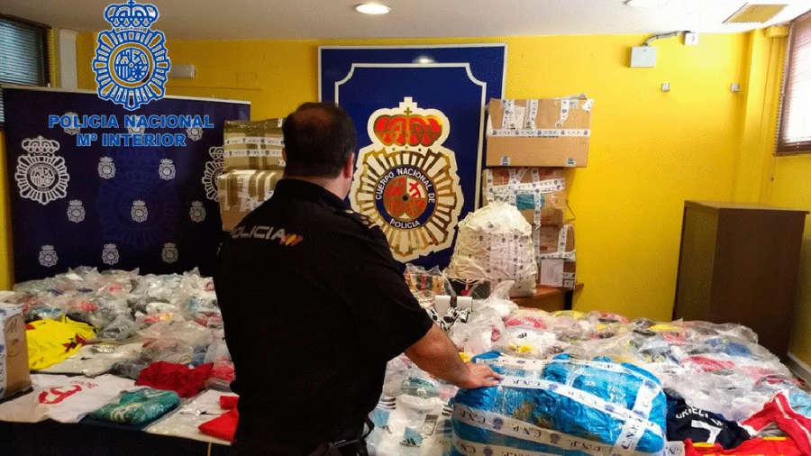 Incautadas tres toneladas de productos falsificados para venta callejera