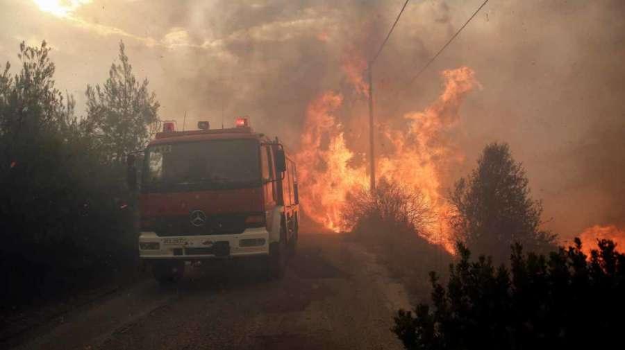 Al menos 50 muertos y 156 heridos en varios incendios al noreste de Atenas