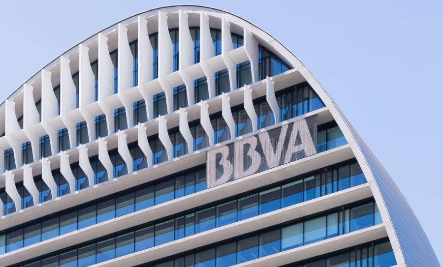 BBVA ganó 2.649 millones euros hasta junio, un 15 % más, por mayores ingresos