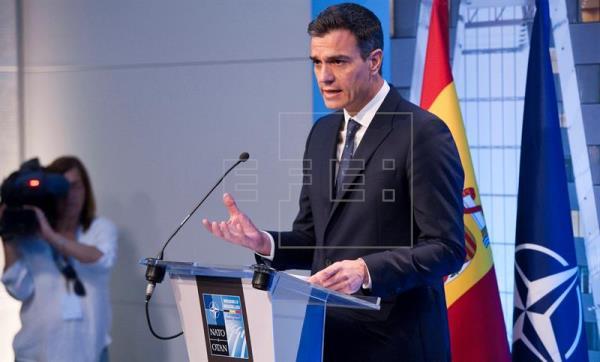 Sánchez asume el compromiso de intentar avanzar hacia el 2% del PIB en defensa