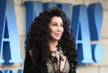 Cher, tras su paso por «Mamma Mia 2», graba los grandes éxitos de Abba
