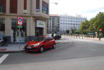 El Ayuntamiento habilita nuevas plazas rojas de aparcamiento en el Ensanche