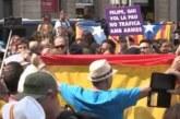 Mozos separan a grupos independentistas y partidarios de la unidad de España