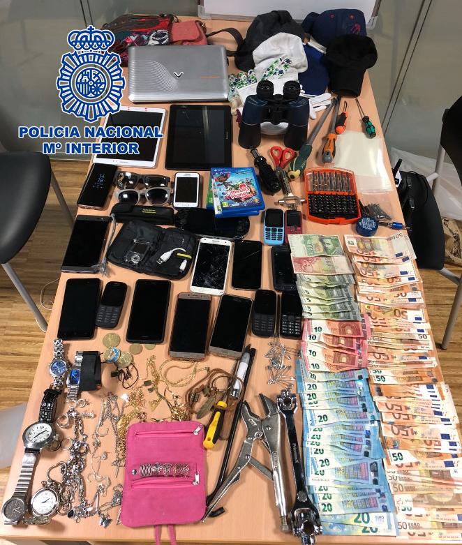 La Policía Nacional detiene en Vigo a los siete miembros de un grupo itinerante especializado en el robo de viviendas