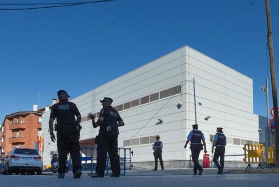 """Los Mozos tratan el ataque a su comisaría de Cornellà como un """"atentado terrorista"""""""