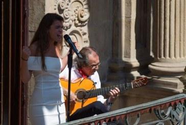 Amaia Romero abre Flamenco On Fire con cante que emociona plaza Consistorial