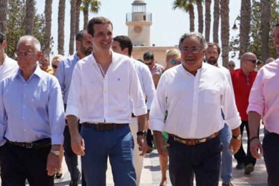 """Pablo Casado: """"Pedro Sánchez está dando bandazos en inmigración, economía y política internacional"""""""