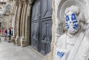 Utilizan la técnica de microláser para borrar el grafiti de la fachada de Platerías
