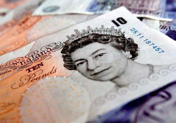 La libra cae a mínimos de doce meses por el temor a un «brexit» sin acuerdo