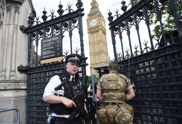 Varios heridos tras el choque de un automóvil ante el Parlamento británico