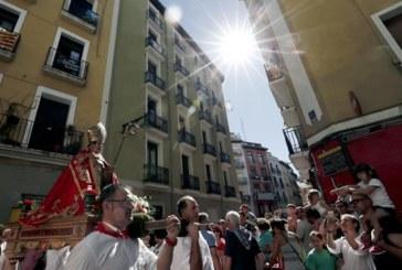Cientos de personas acompañan a San Fermín de Aldapa en la Procesión