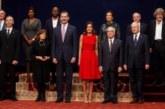 Los reyes condecoran a los premiados Princesa de Asturias