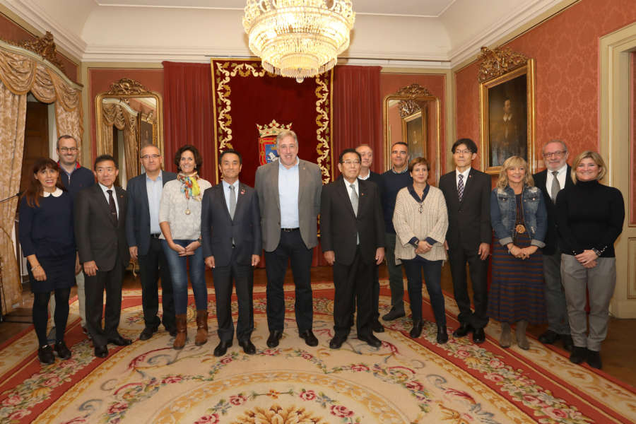 Una delegación de la ciudad japonesa de Yamaguchi visita Pamplona