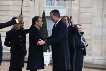 Macron recibe a Felipe VI antes de la ceremonia por el fin de la Gran Guerra