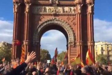 Miles de policías reivindican en Barcelona la equiparación salarial