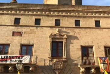 Marc Márquez pide retiren la pancarta del independentismo catalán para salir al balcón