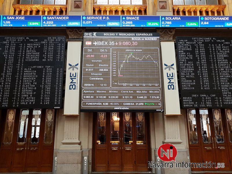 El IBEX 35 cae un 0,18 % por la banca y las acereras, pero mantiene los 9.000