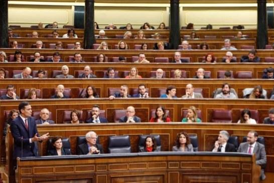 El PSOE rechaza medidas contra los lazos amarillos y el PP acusa a Sánchez de traición