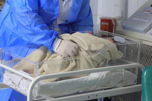 Nace el primer bebé gestado en un útero transplantado a partir de un cadaver