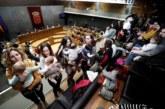 """Chivite propone una posible devolución """"con proporcionalidad"""" del IRPF por maternidad"""