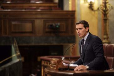 Rivera a Sánchez: «No protege a los catalanes porque va de la mano de quienes quieren liquidar España»