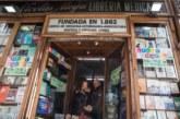 """La librería más antigua de Madrid cuelga el cartel de """"cese de actividad"""""""