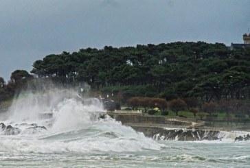 La borrasca Gabriel pone en alerta 15 comunidades por fuerte viento y oleaje