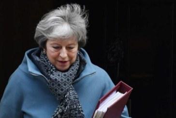 """May planea otra votación parlamentaria si no hay pacto de """"brexit"""" este mes"""