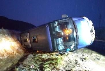 Tres estudiantes heridas leves al volcar un microbús por la nieve en Ibiricu