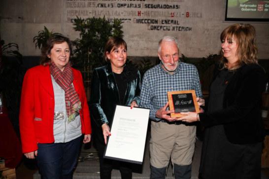 """La Presidenta Barkos entrega el premio """"San Francisco de Javier"""" 2018 al estellés Adolfo Eraso"""