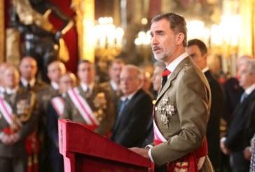 Felipe VI reivindica la bandera como símbolo «de todos» y de «unidad»