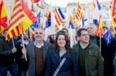 Arrimadas avisa desde el pueblo de Puigdemont que Sánchez pactará un indulto