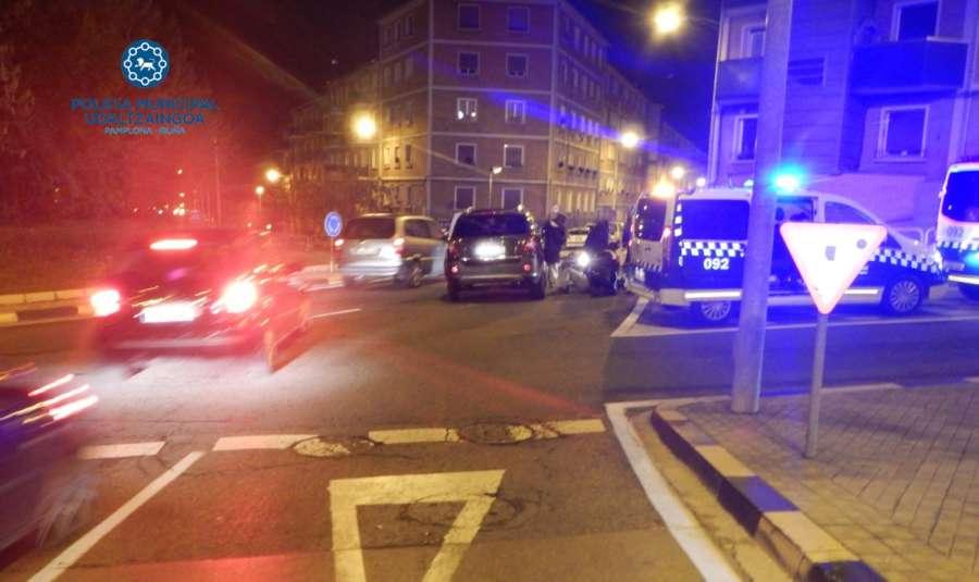Una persona herida en el choque de un coche y una moto en Pamplona