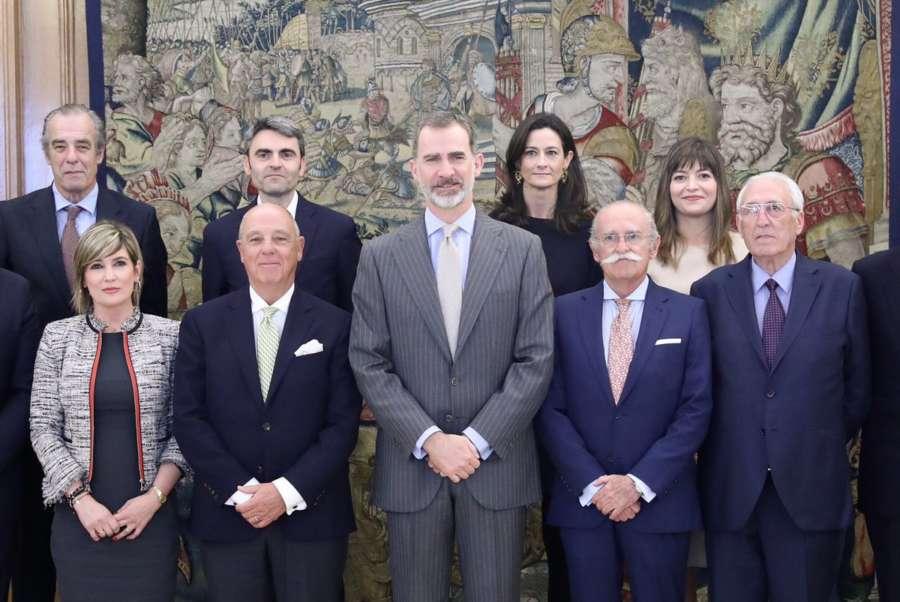 El rey ve «complejo» el actual momento, según la Cámara Navarra de Comercio