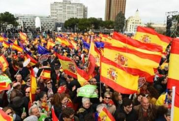 Miles personas se congregan ya en la plaza de Colón de Madrid contra Sánchez y a favor de elecciones