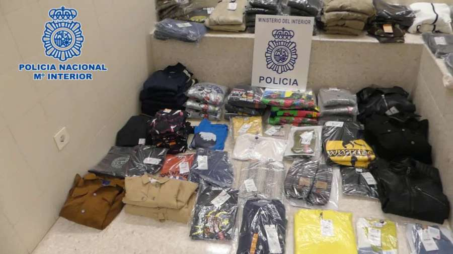 Dos detenidos por robar prendas de ropa de la empresa en la que trabajaban
