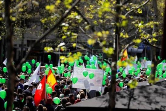 Multitudinaria manifestación en Madrid en defensa de la vida