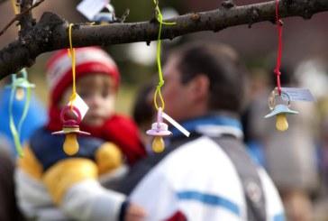 Los permisos de paternidad se elevan de 5 a 8 semanas desde el 1 de abril