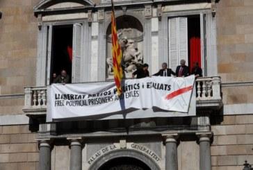 La Junta Electoral lleva a Torra a la Fiscalía y ordena que los Mozos retiren los símbolos