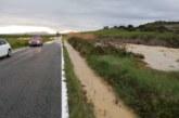 Inundación en la NA-6030 por la rotura de una tubería del Canal de Navarra