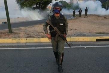 Al menos un herido frente a base militar en la que Guaidó se ha levantado junto a militares