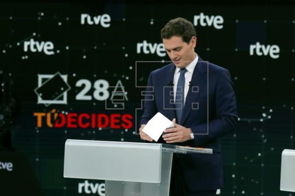 Rivera abre el debate en RTVE pidiendo la dimisión de Rosa María Mateo