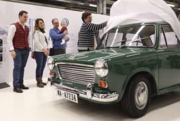 VW Navarra restaura el primer coche fabricado en Landaben, un Morris de 1966
