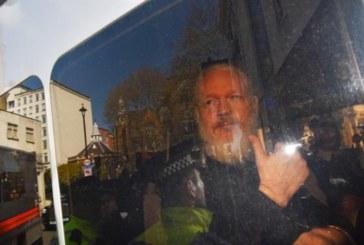 Parlamentarios británicos piden priorizar la extradicción de Assange a Suecia
