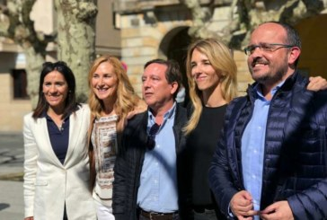 Silbidos y estiércol reciben a Álvarez de Toledo y dirigentes del PP en un acto electoral en Echarri Aranaz