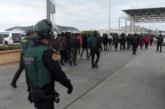 Al menos 40 detenidos en una batalla campal entre inmigrantes en puerto Ceuta