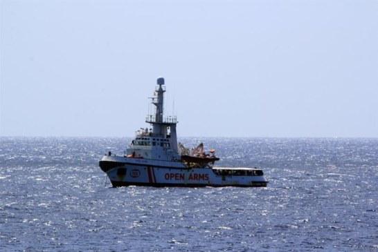 España y otros 5 países acogerán a inmigrantes del Open Arms, aún sin puerto