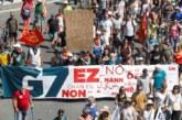 Una manifestación se concentra contra el G7 que se celebra en Biarriz