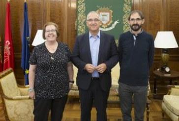 Enrique Maya recibe a los responsables de Cruz Roja en Navarra y Pamplona