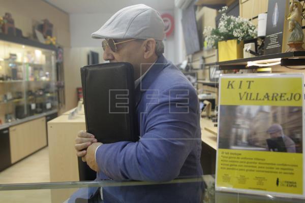 Imitar al comisario Villarejo tiene precio: a partir de 387 euros